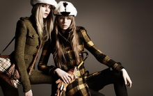 AmberAnderson-卡拉·迪瓦伊_CaraDelevingne-卓丹·邓_JourdanDunn–Burberry